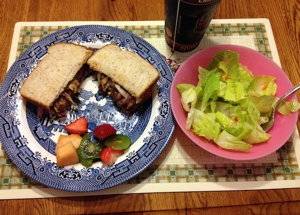 turkey burger and salad - advocare challenge day 21