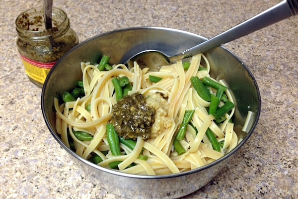 Garlic Pesto Green Bean Chicken Pasta - amerrylife.com