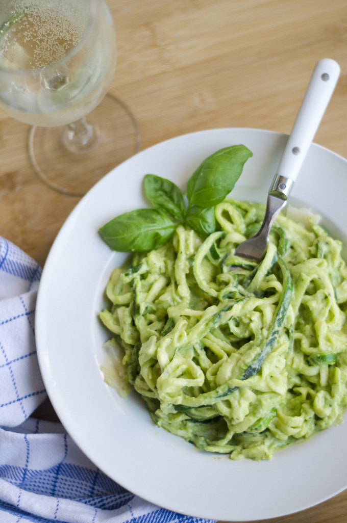 low carb recipe idea Zucchini Pasta with Creamy Avocado Pesto by food blogger Live Eat Learn